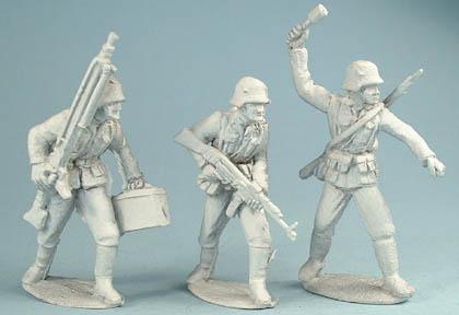 LWGE 6 German Infantry with LMG, LWGE 5 German Infantry with assault rifle, LWGE 26 German Infantry throwing grenade